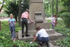 12.-Porządkowanie-terenu-wokół-pomnika-Tadeusza-Kościuszki